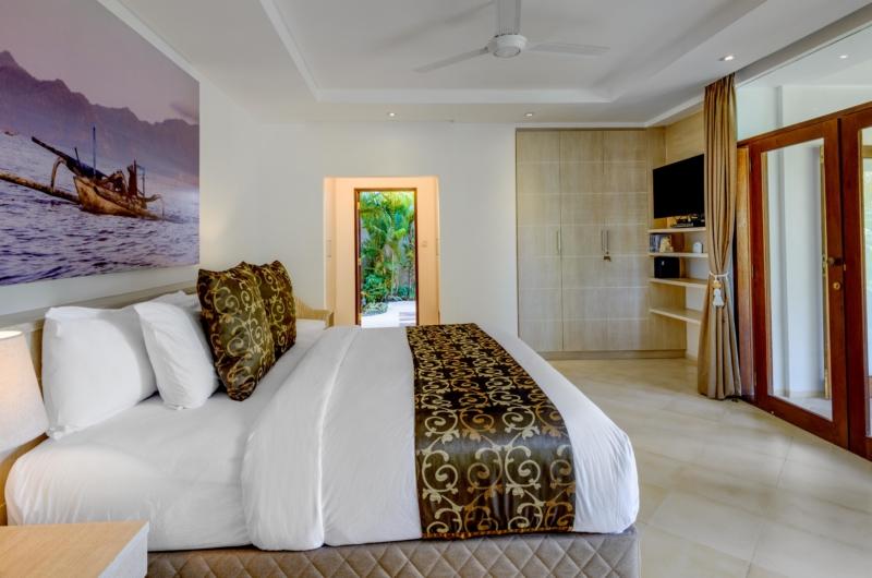 Bedroom with TV - Vitari Villa - Seminyak, Bali