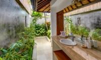 Bathroom with Mirror - Vitari Villa - Seminyak, Bali