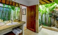 Semi Open Bathroom - Vitari Villa - Seminyak, Bali