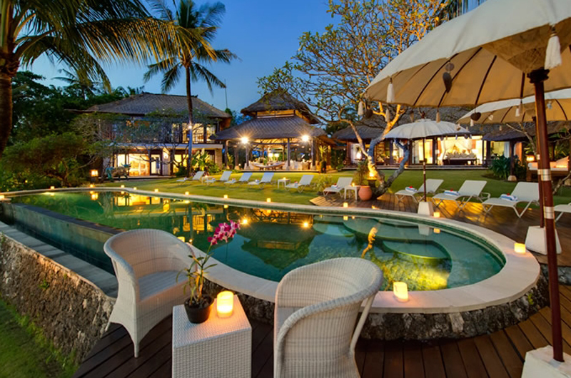 Relax By The Villa Pool Right On Beach In Canggu Bali