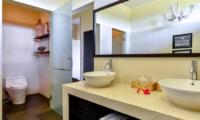 Bathroom with Mirror - Bali Il Mare - Pemuteran, Bali
