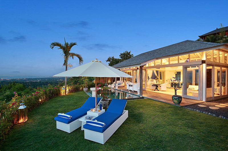 Sun Loungers - Hidden Hills Villas Villa Santorini - Uluwatu, Bali