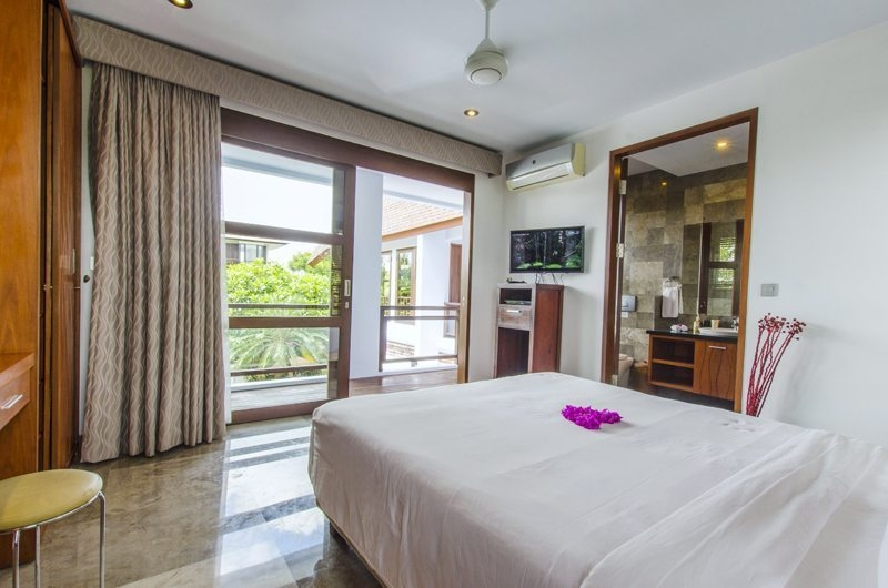 Bedroom and Balcony - Mary's Beach Villa - Canggu, Bali
