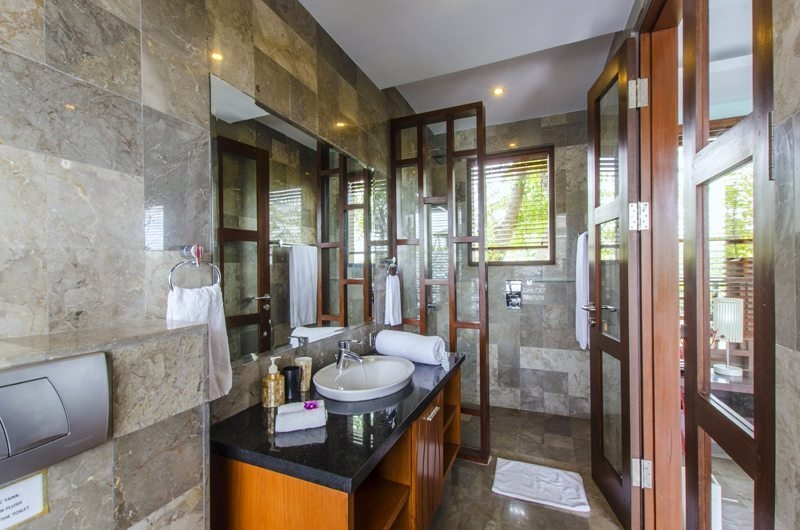 Bathroom with Mirror - Mary's Beach Villa - Canggu, Bali