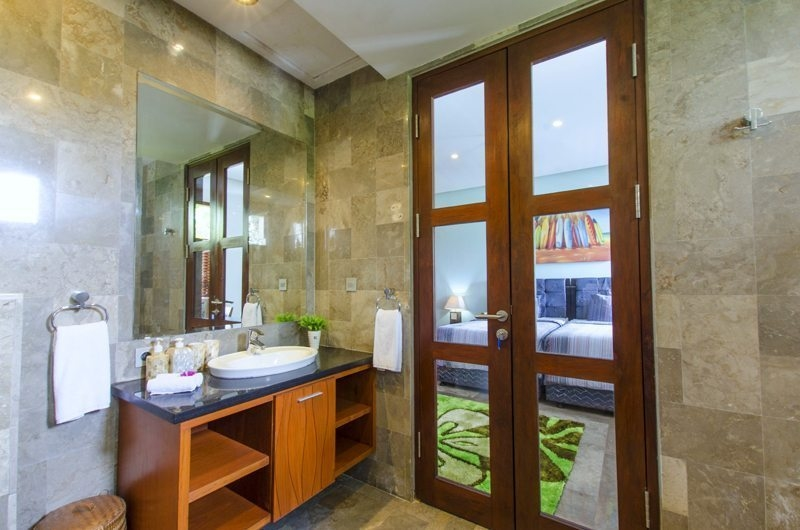 Bedroom and En-Suite Bathroom - Mary's Beach Villa - Canggu, Bali