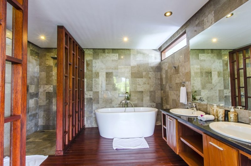 En-Suite Bathroom with Bathtub - Mary's Beach Villa - Canggu, Bali