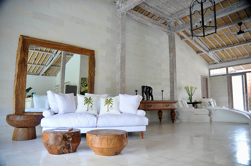 Family Area with Mirror - Santai Beach House - Canggu, Bali