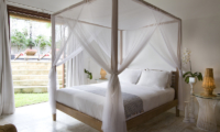 Bedroom with Table Lamps - Sound Of The Sea - Pererenan, Bali