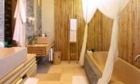Bathroom with Bathtub - Sound Of The Sea - Pererenan, Bali