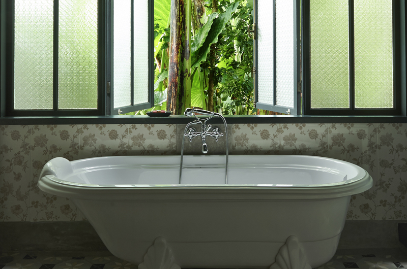 Bathtub - The Island Houses- Garden House - Seminyak, Bali