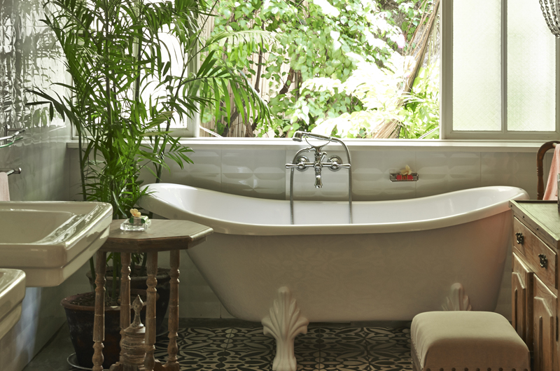 En-Suite Bathtub - The Island Houses - White House- Seminyak, Bali