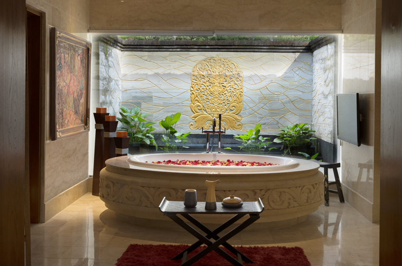 En-Suite Bathroom with Bathtub - The Villas At Ayana Resort Bali - Jimbaran, Bali