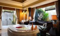 En-Suite Bathroom with Sofa - The Villas At Ayana Resort Bali - Jimbaran, Bali
