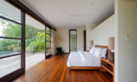 Spacious Bedroom with Wooden Floor - Umah Tenang - Seseh, Bali