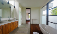 Bedroom and Bathroom - Umah Tenang - Seseh, Bali