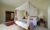 Bedroom with Table Lamps - Umah Tenang - Seseh, Bali