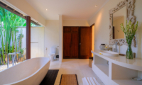 Bathroom with Bathtub - Umah Tenang - Seseh, Bali