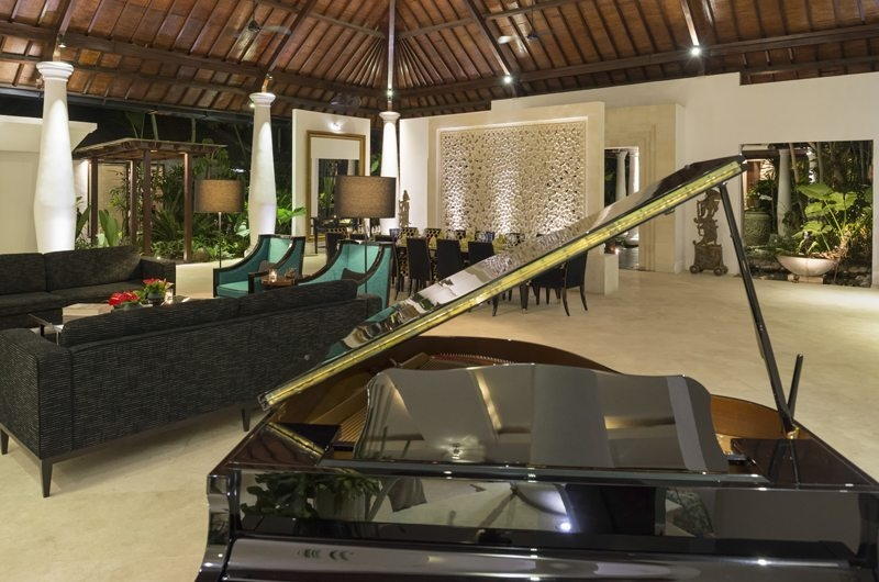Living Area with Piano - Uma Wana Prasta - Canggu, Bali