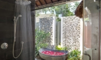 Outdoor Bathtub - Uma Wana Prasta - Canggu, Bali