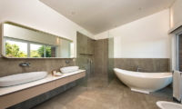 His and Hers Bathroom with Bathtub - Villa Alocasia - Canggu, Bali
