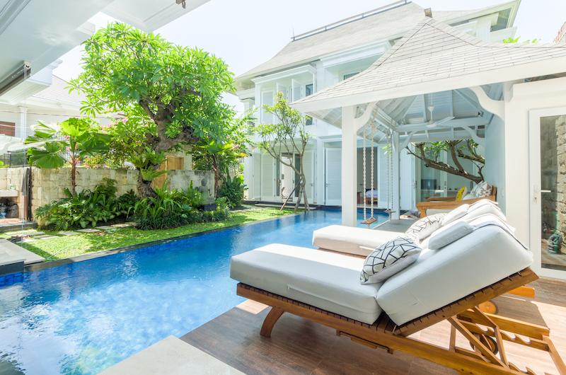 Pool Side Sun loungers - Villa Bianca Canggu - Canggu , Bali