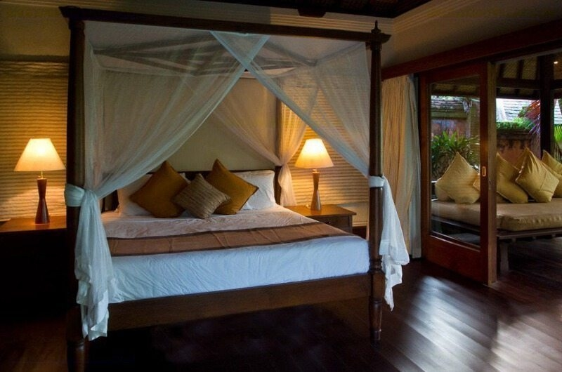 Four Poster Bed with Wooden Floor - Villa Bougainvillea - Canggu, Bali