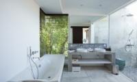 His and Hers Bathroom with Bathtub - Villa CassaMia - Jimbaran, Bali