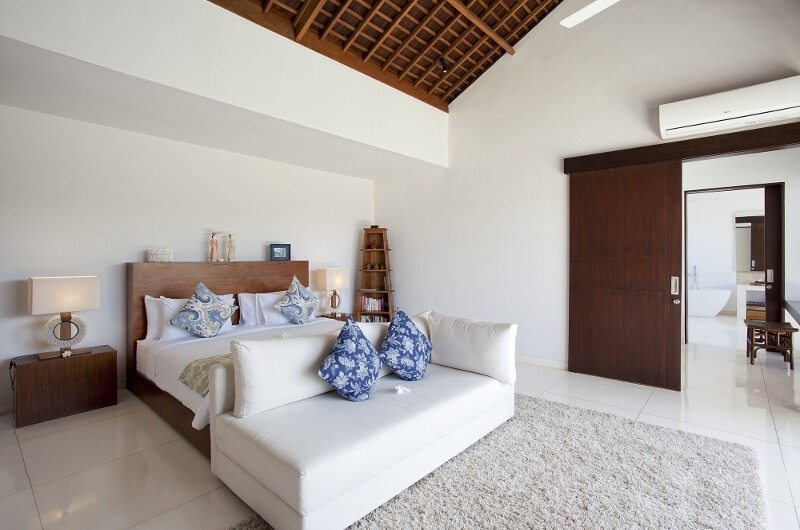 Bedroom with Sofa - Villa CassaMia - Jimbaran, Bali