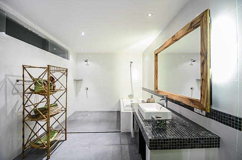 Bathroom with Bathtub - Villa Chezami - Legian, Bali