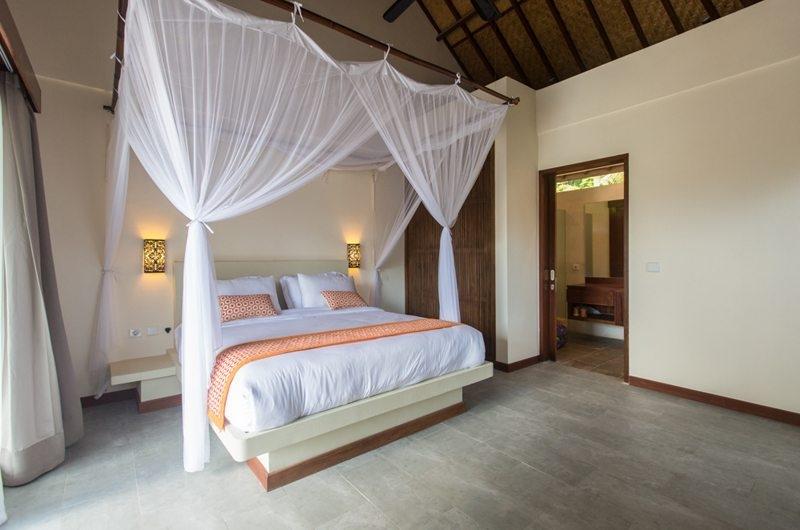 Bedroom with Lamps - Villa Lotus Lembongan - Nusa Lembongan, Bali