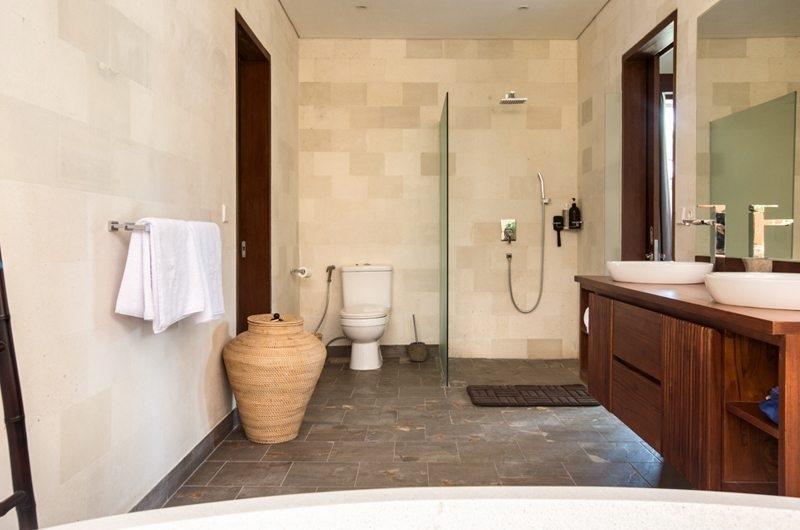 His and Hers Bathroom - Villa Lotus Lembongan - Nusa Lembongan, Bali