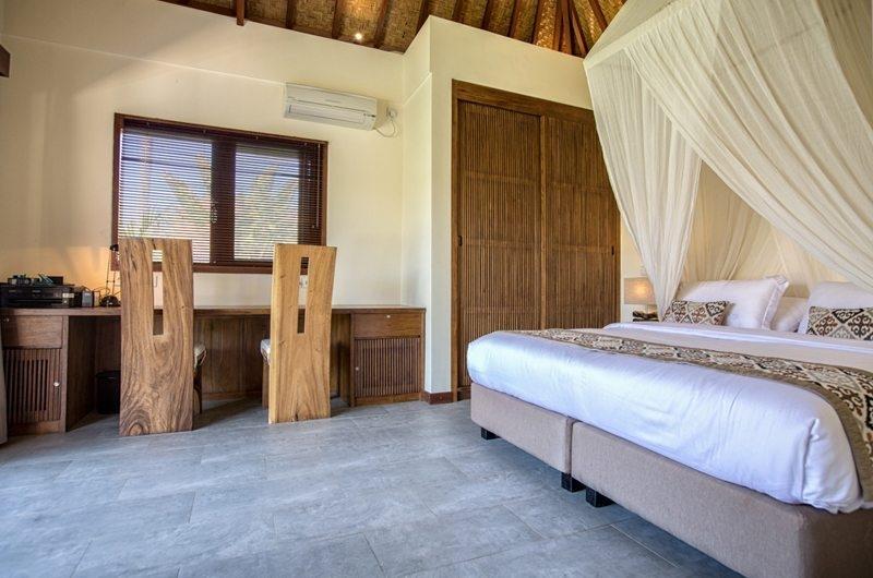 Bedroom with Study Table - Villa Lotus Lembongan - Nusa Lembongan, Bali