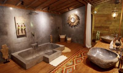 Bathtub - Villa Nag Shampa - Ubud Payangan, Bali