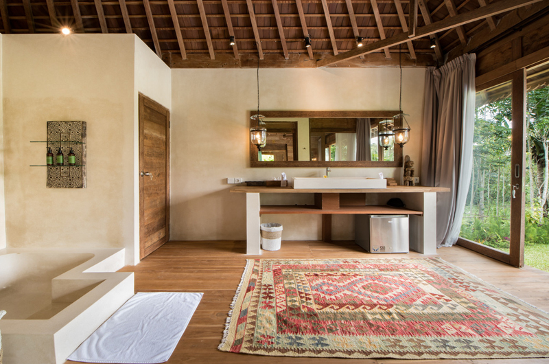 Bathroom with Wooden Floor - Villa Nag Shampa - Ubud Payangan, Bali