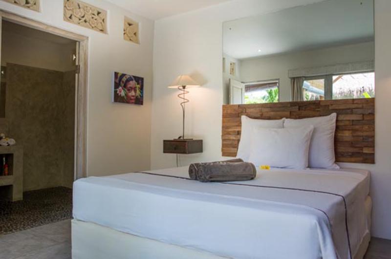 Bedroom with Lamp - Villa Niri - Seminyak, Bali