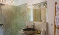 Bathroom with Mirror - Villa Niri - Seminyak, Bali