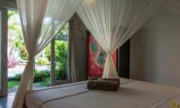 Bedroom with Garden View - Villa Niri - Seminyak, Bali