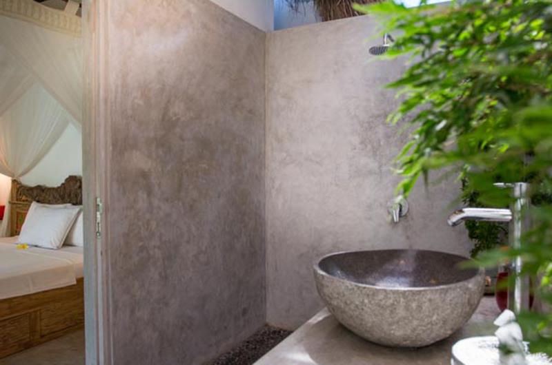 Bathroom and Bathtub - Villa Niri - Seminyak, Bali