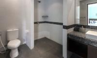 En-Suite Bathroom with Mirror - Villa Sepuluh - Legian, Bali