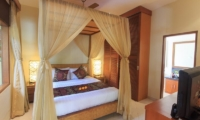 Bedroom with TV - Villa Seriska Dua Seminyak - Seminyak, Bali