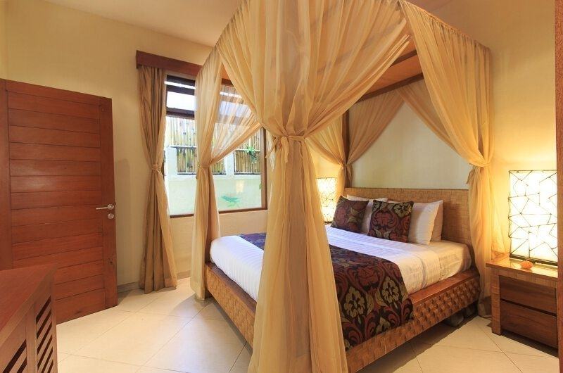 Bedroom with Four Poster Bed - Villa Seriska Dua Seminyak - Seminyak, Bali