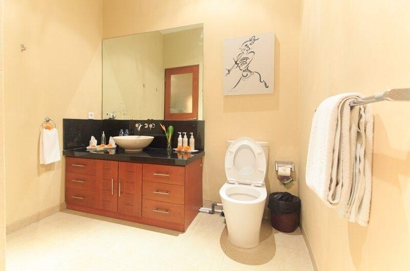 Bathroom with Mirror - Villa Seriska Dua Seminyak - Seminyak, Bali