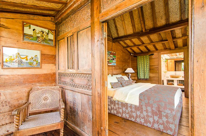 Bedroom and Bathroom with Wooden Floor - Villa Sukacita - Seminyak, Bali