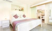 Bedroom and En-Suite Bathroom - Villa Sukacita - Seminyak, Bali