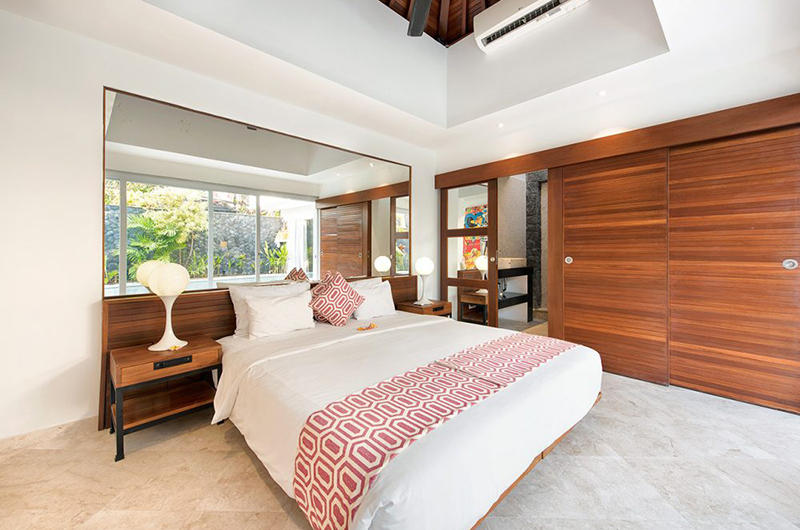 Bedroom with Table Lamps - Villa Yasmee - Seminyak, Bali