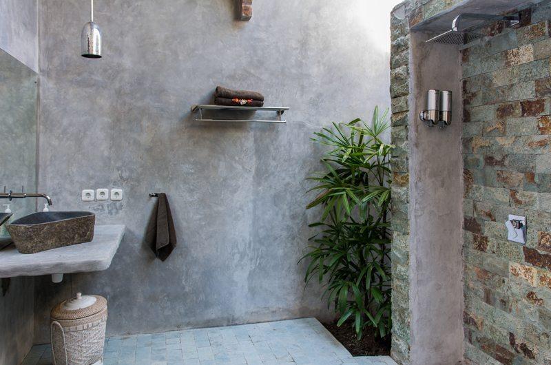 Bathroom with Shower - Joglo House Lombok - Tanjung, Lombok