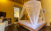 King Size Bed with Bathroom - Les Villas Ottalia Gili Meno - Gili Meno, Lombok