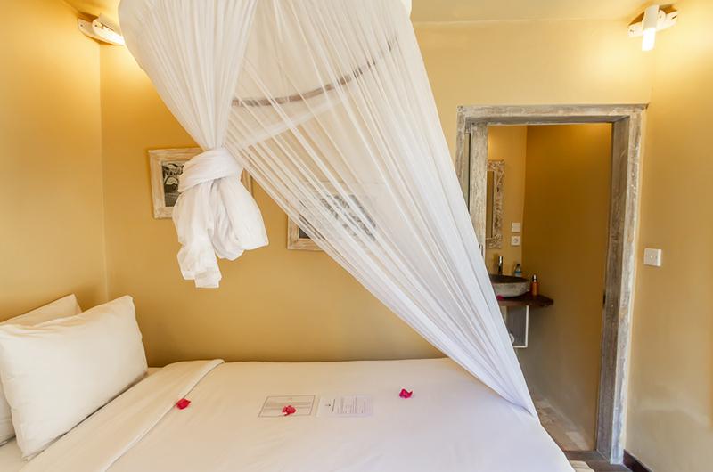 Bedroom with Mosquito Net - Les Villas Ottalia Gili Meno - Gili Meno, Lombok