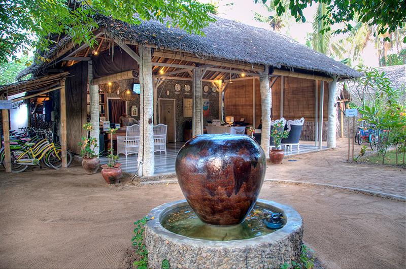 Outdoor Area with Cycle Stand - Les Villas Ottalia Gili Trawangan - Gili Trawangan, Lombok