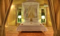 Bedroom with Mosquito Net - Les Villas Ottalia Gili Trawangan - Gili Trawangan, Lombok